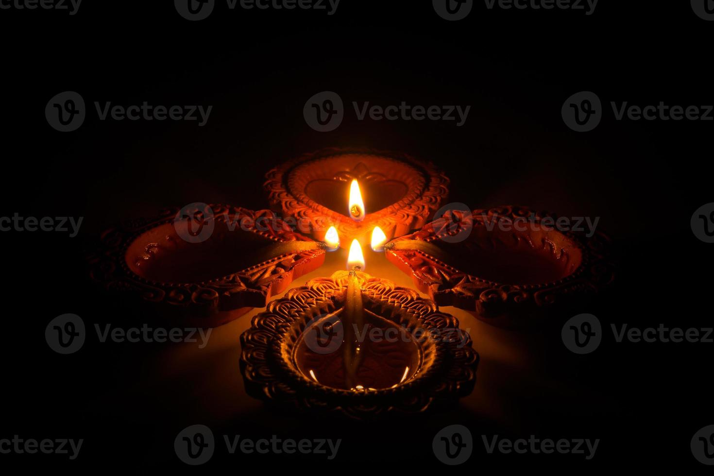 lindas velas de diwali foto
