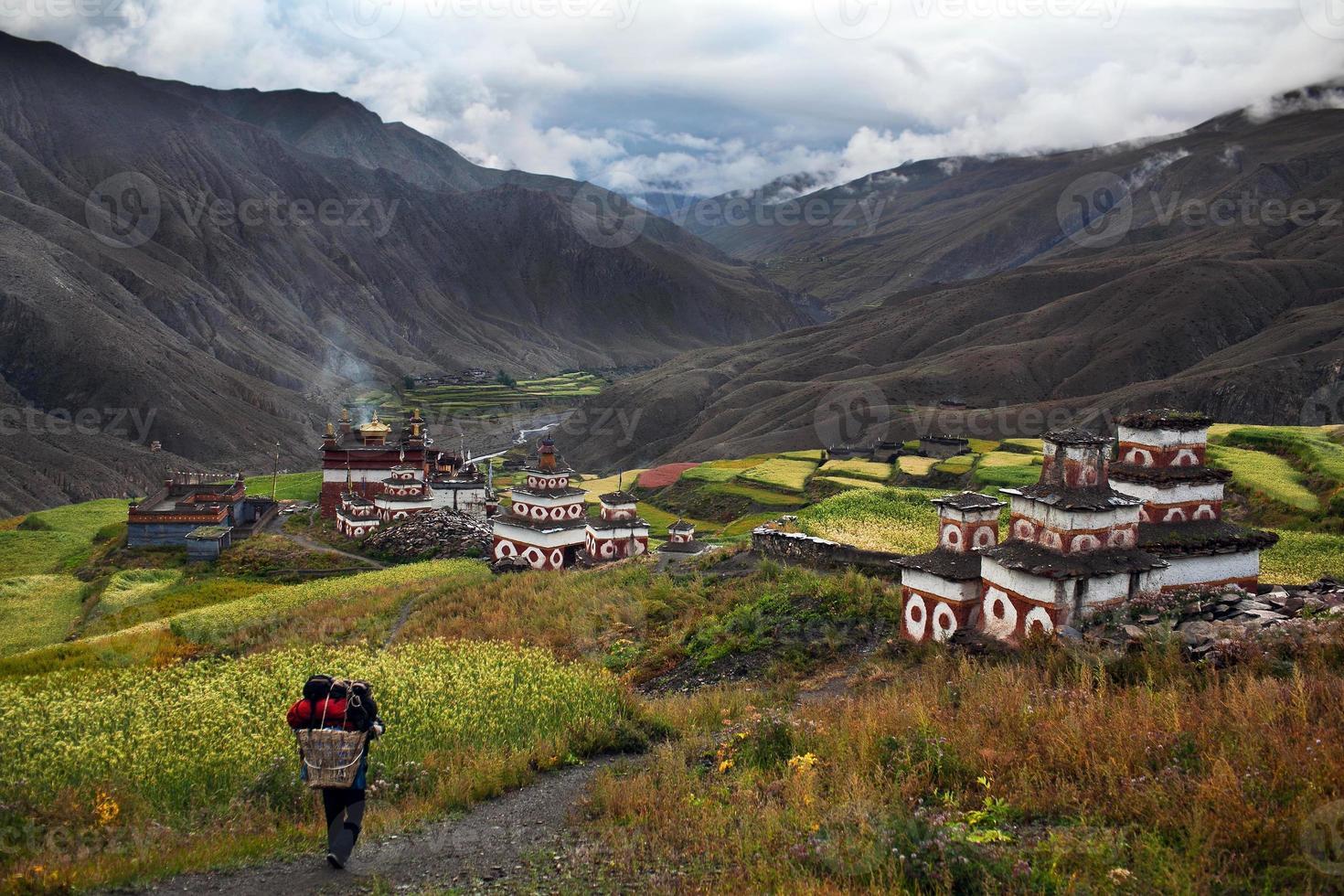 vila de saldang em dolpo, nepal foto