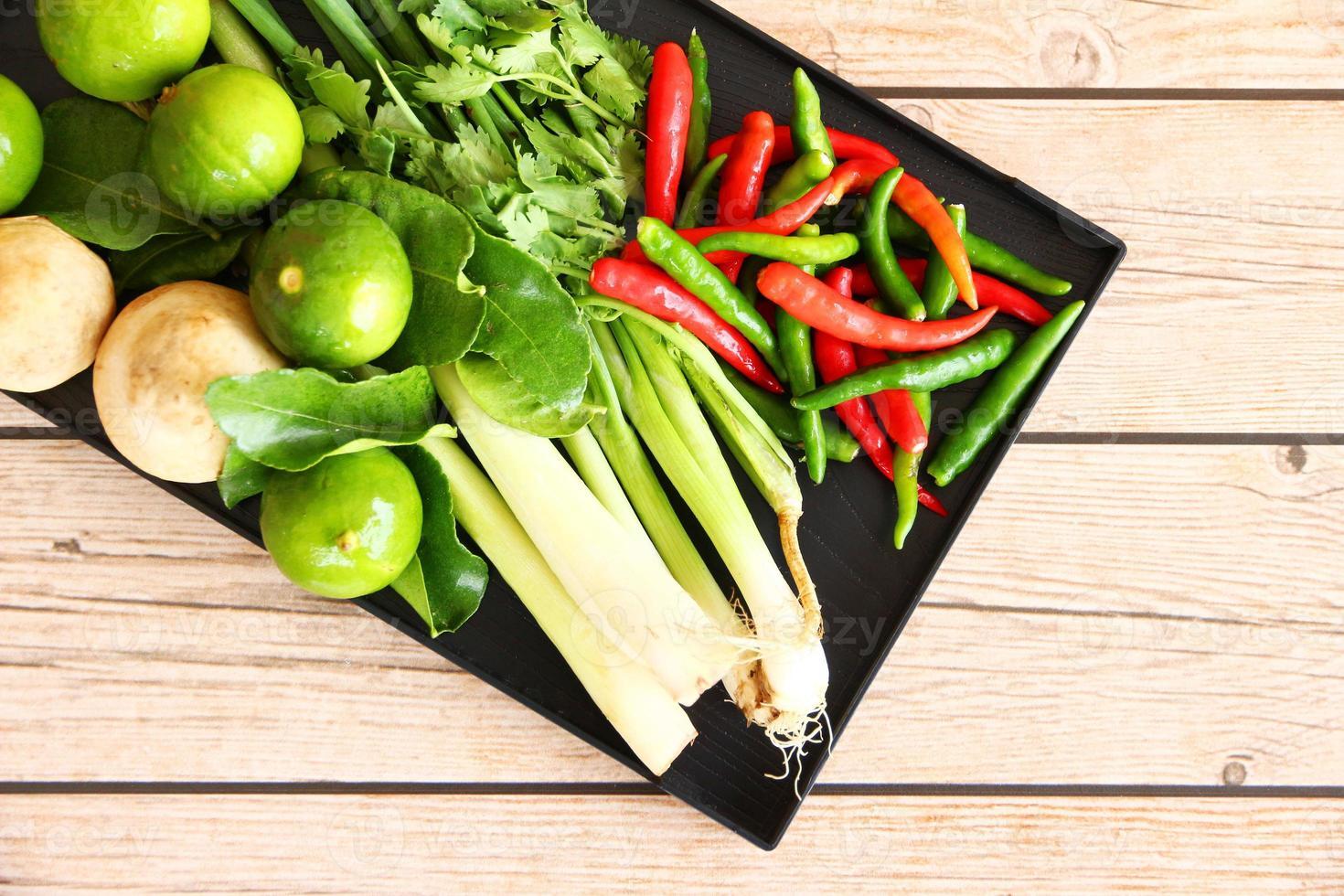 tailandês tom inhame sopa ervas e especiarias. foto