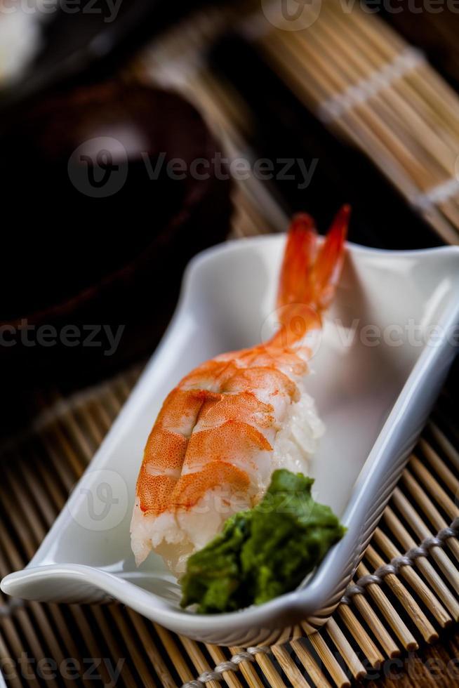 conjunto de sushi japonês fresco foto