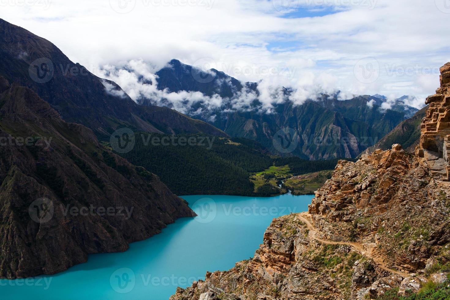Lago phoksundo em dolpo, nepal foto