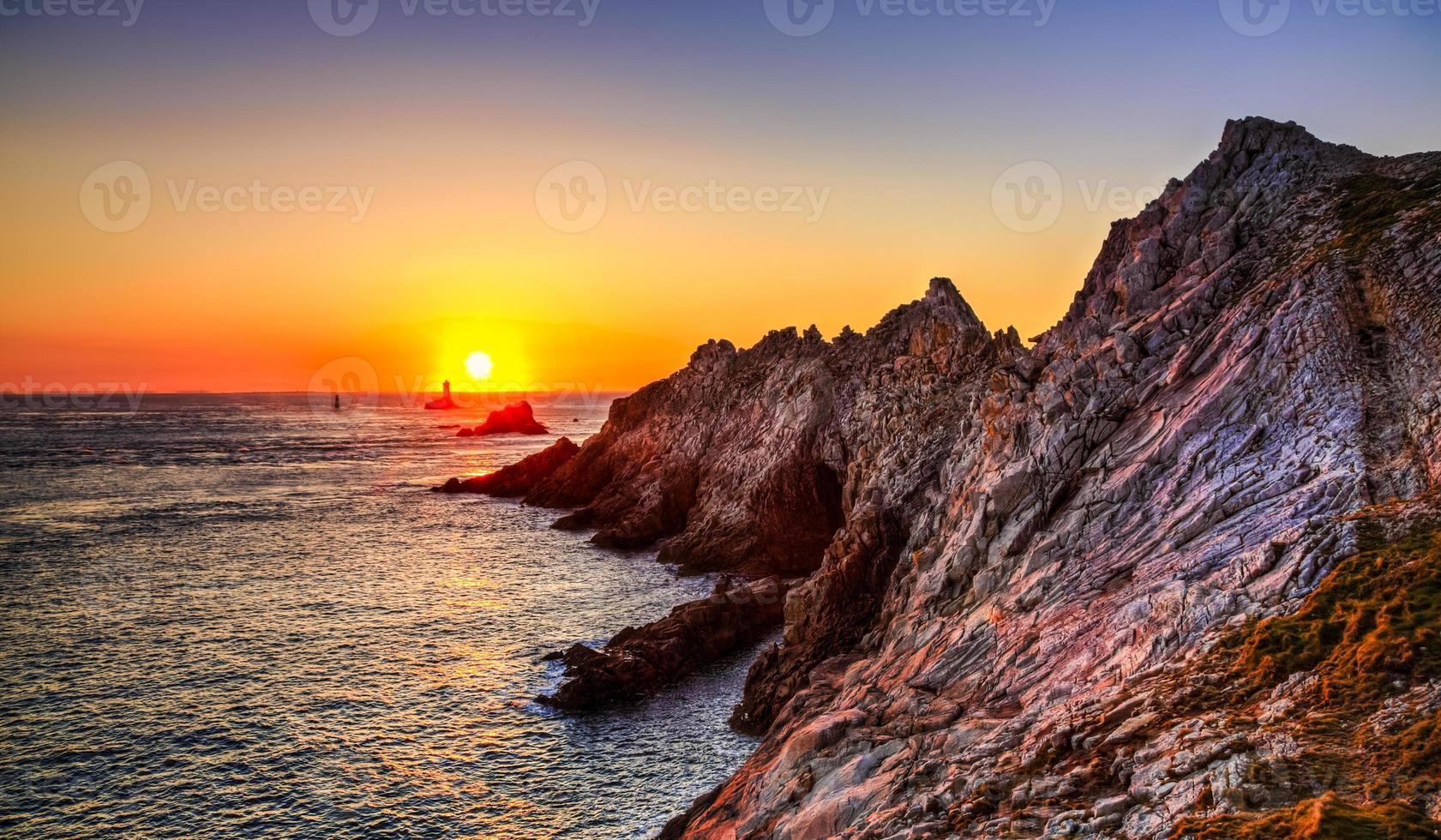pôr do sol no fim do mundo foto
