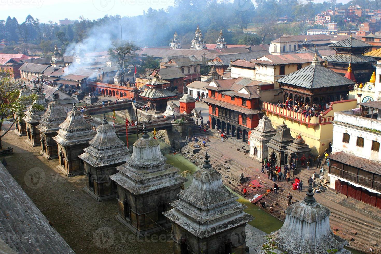 pashupatinath sagrado em kathmandu nepal foto