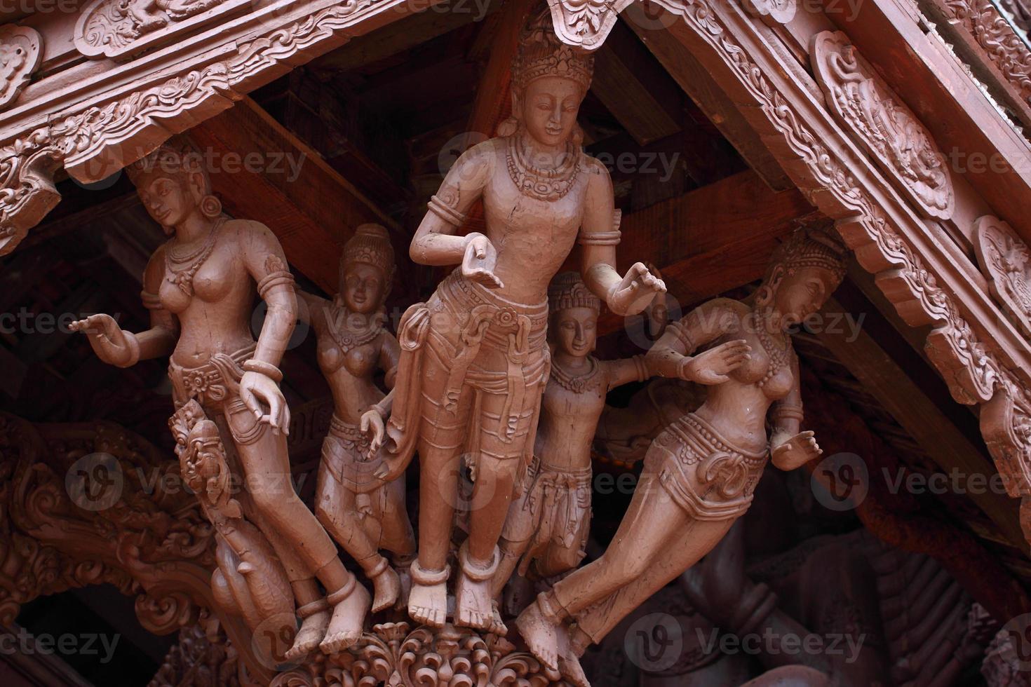 escultura de madeira no santuário da verdade. Pattaya, Tailândia foto