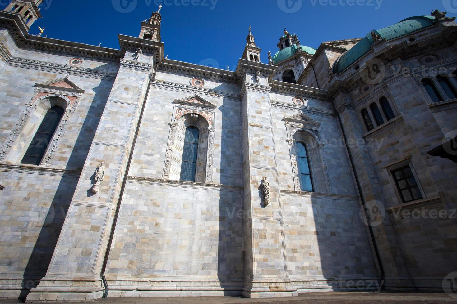 Catedral de Como no lago de Como foto