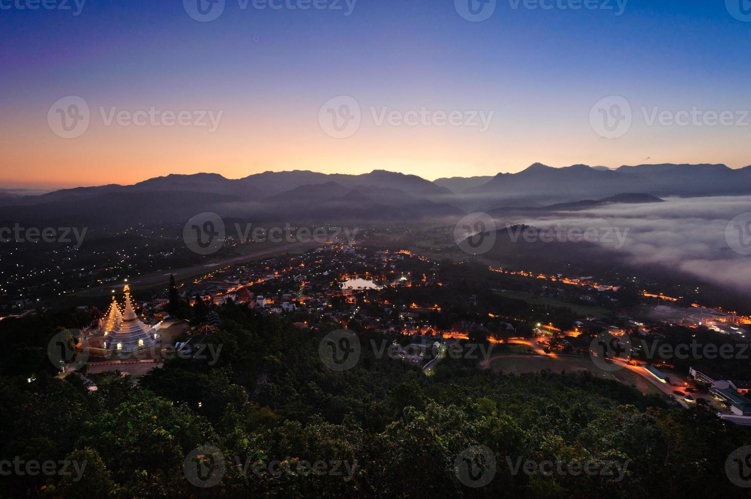wat phra thrat doi kong moo maehongson tailândia foto