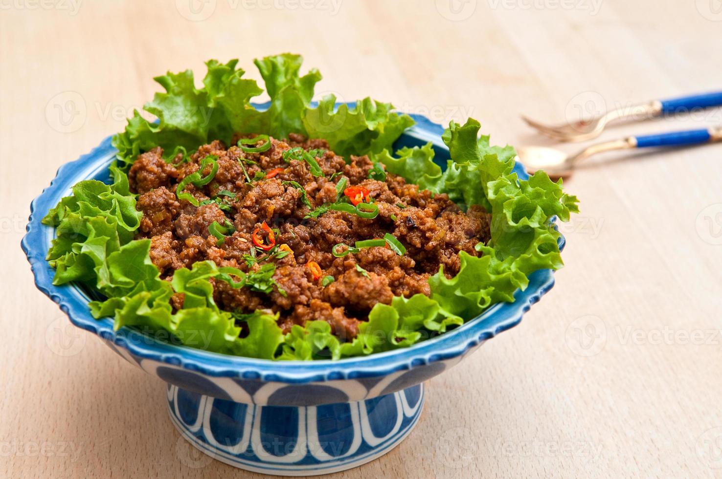 carne moída ao estilo tailandês foto