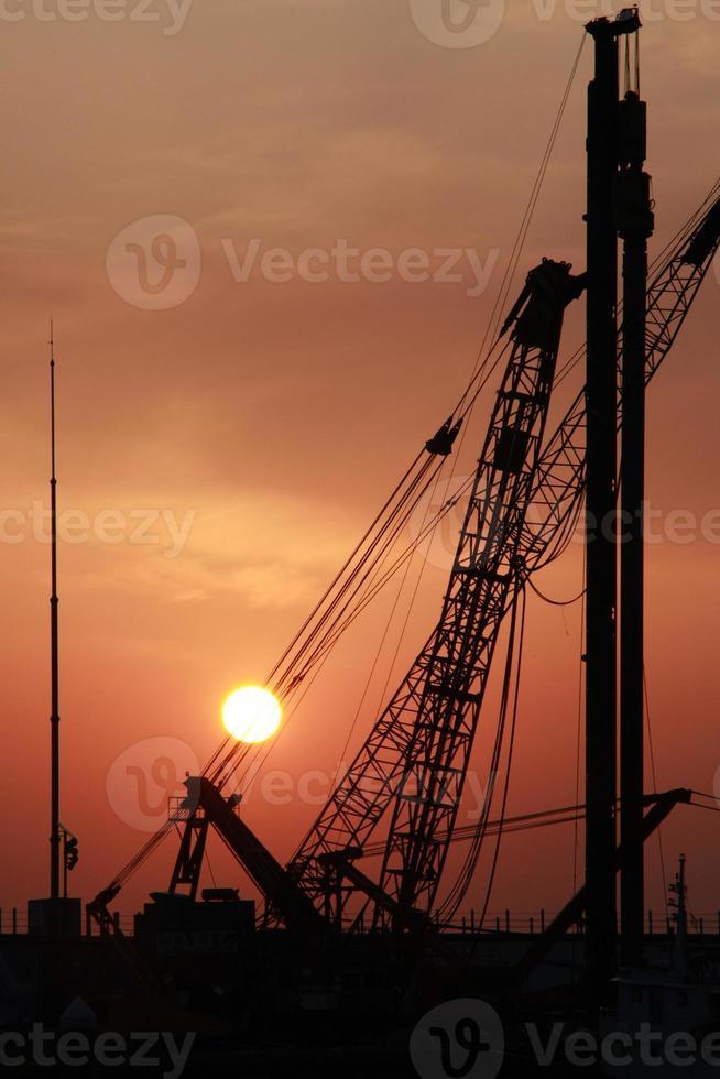 guindaste do nascer do sol foto