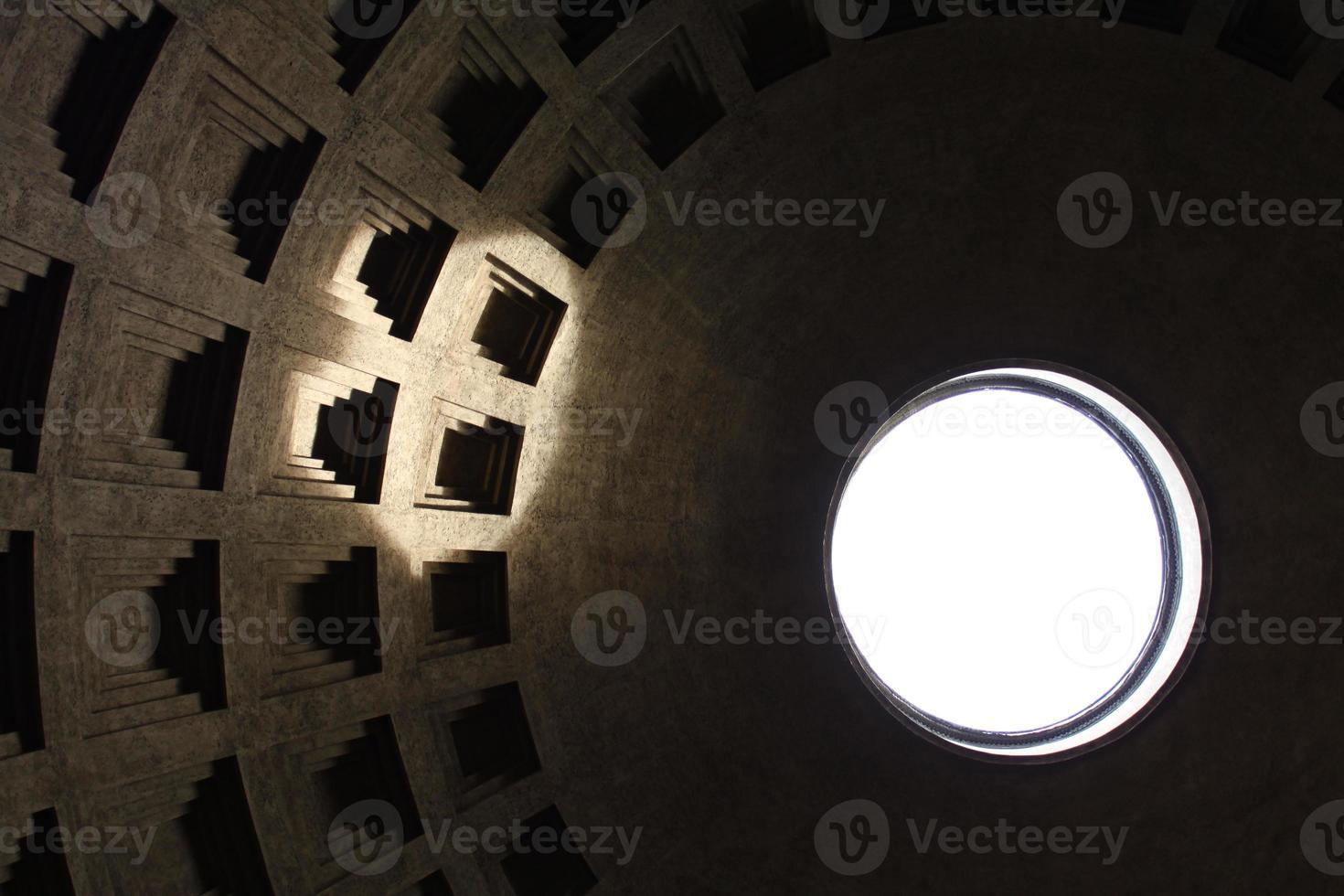 vista interior do panteão de Roma, Itália. foto