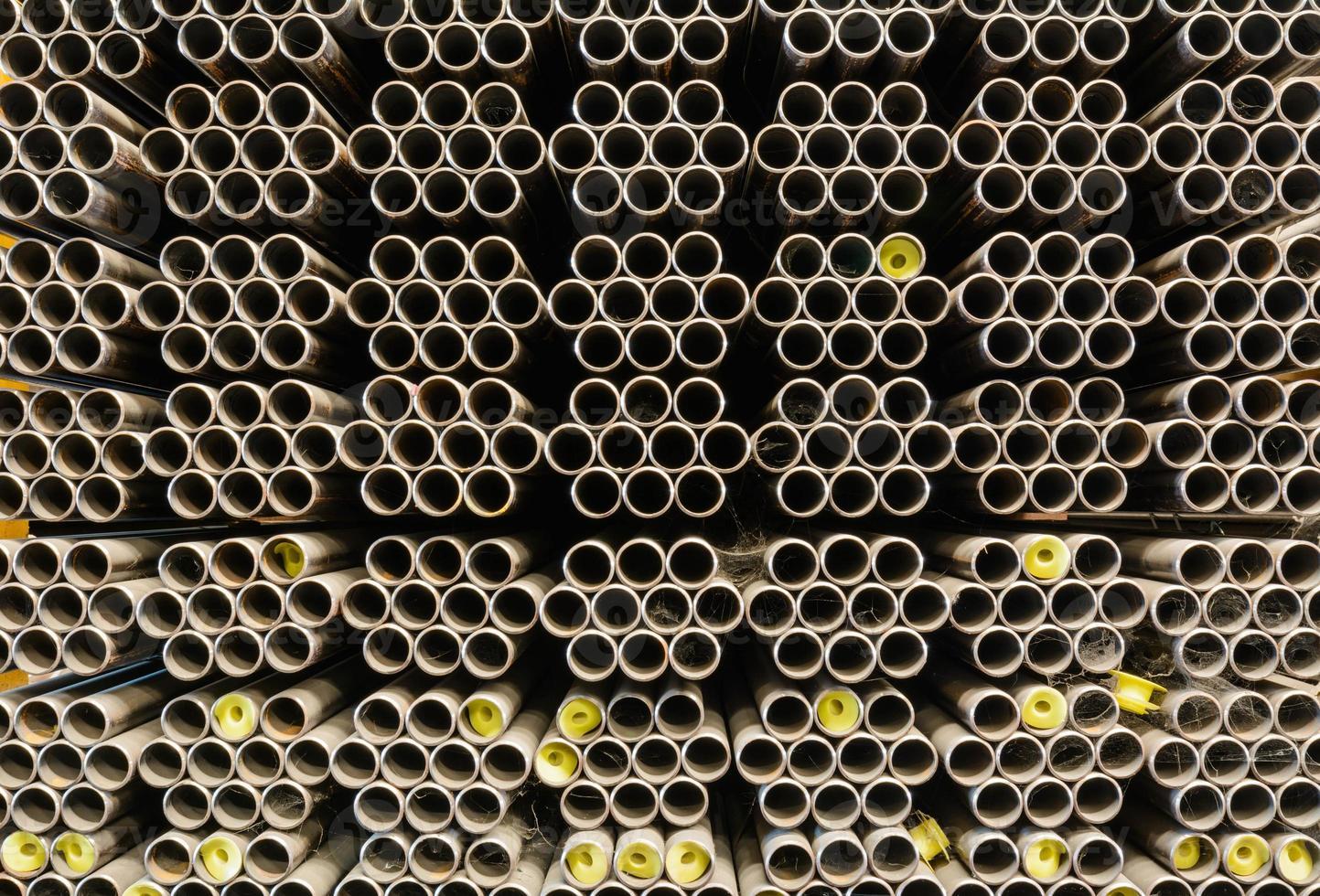 bando de tubos de aço em armazém foto
