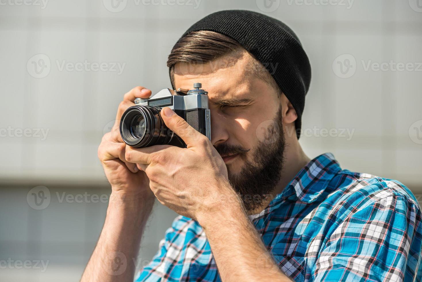homem fazendo foto