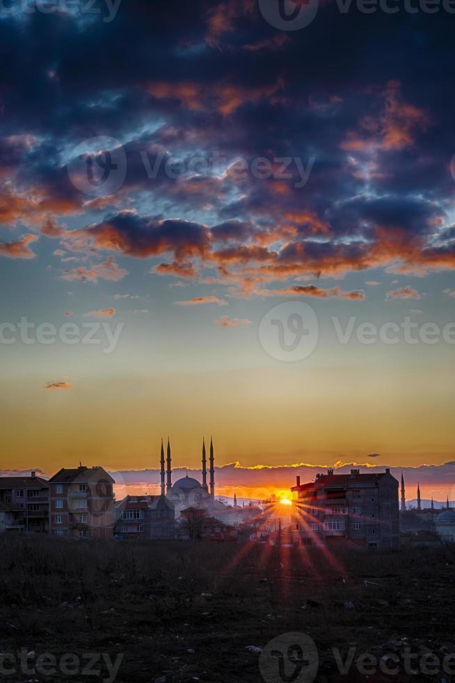 pôr do sol em selimiye edirne foto
