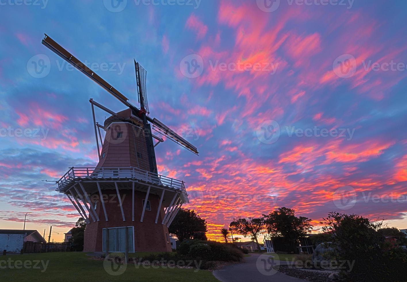 moinho de vento do nascer do sol foto