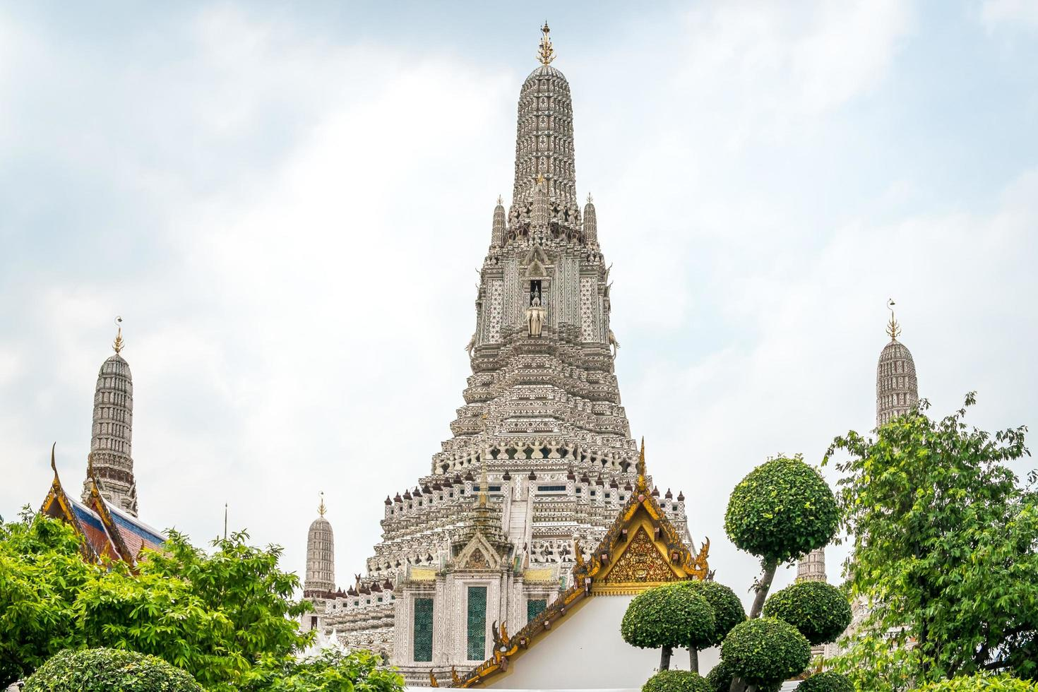 as presas do templo de wat arun foto