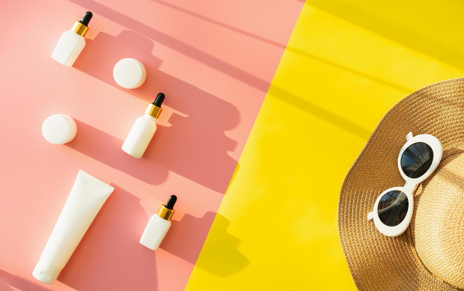 esfolar leigos de produtos de beleza, chapéu de sol e óculos de sol foto
