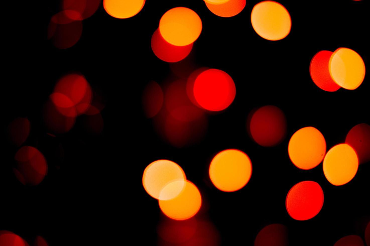 fora de foco luzes vermelhas e amarelas foto