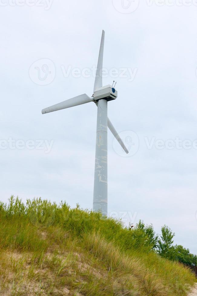 um moinho de vento moderno foto