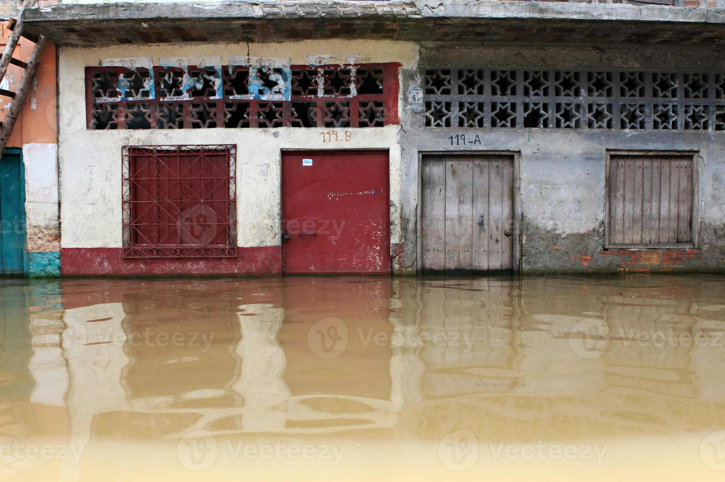 edifícios inundados em belen - peru foto