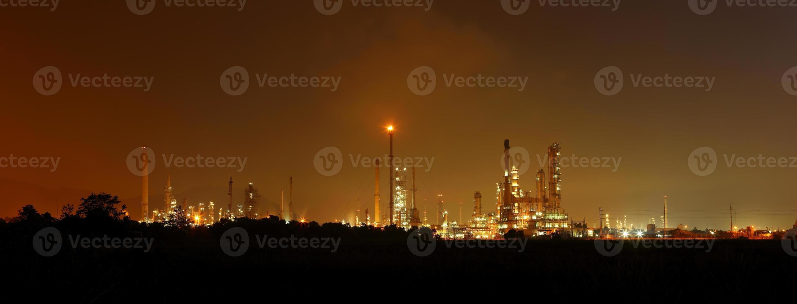 fábrica de refinaria de petróleo petroquímica foto