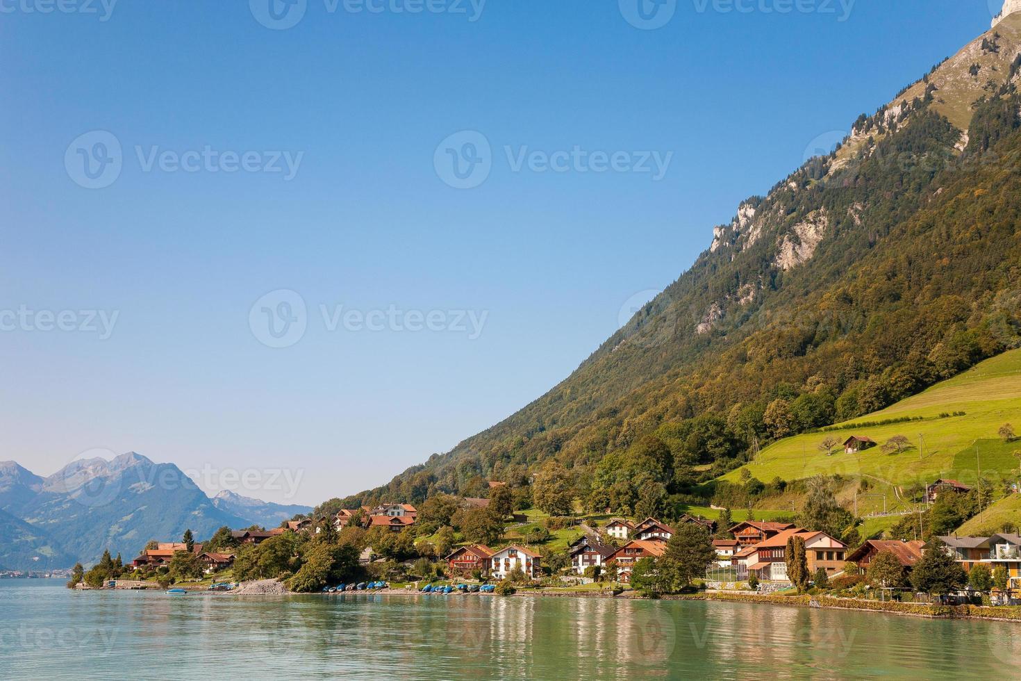 lago brienz, vila na suíça foto