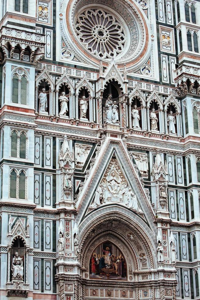detalhe da fachada da catedral de florença foto