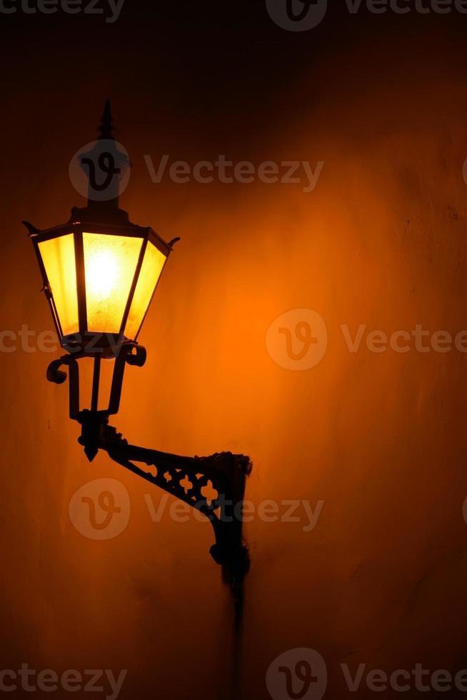 lanterna vintage na parede foto