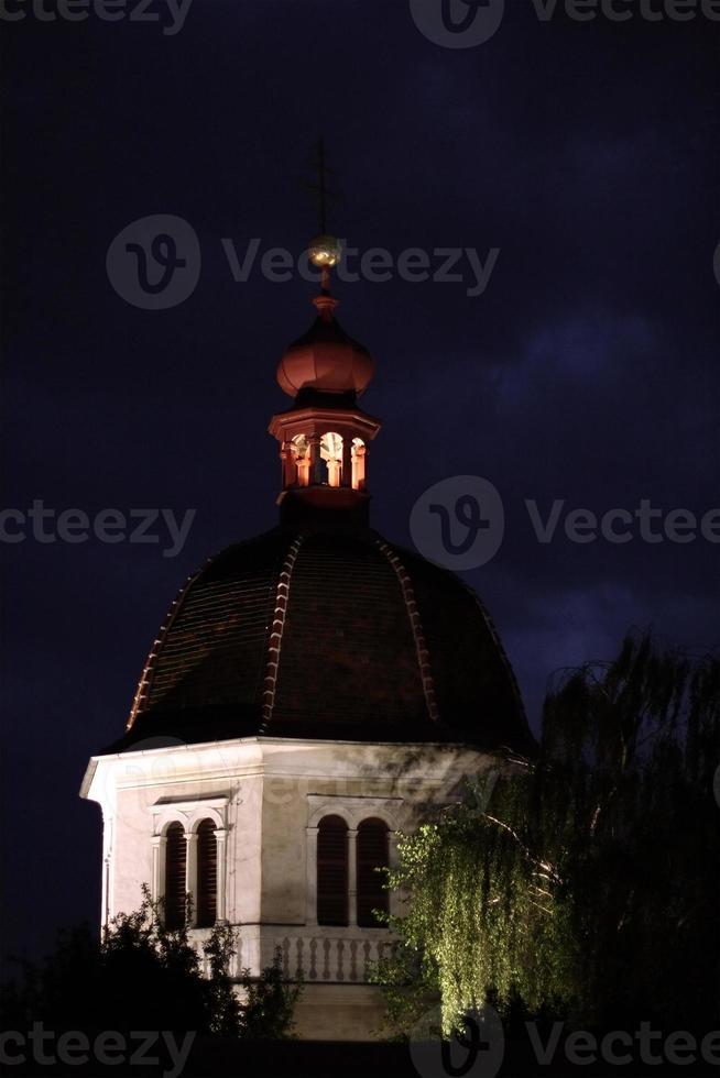 torre do relógio à noite foto