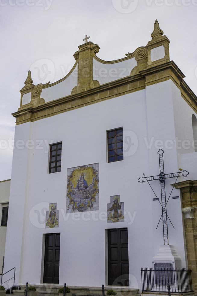 igreja clássica em gallipoli, lecce. foto