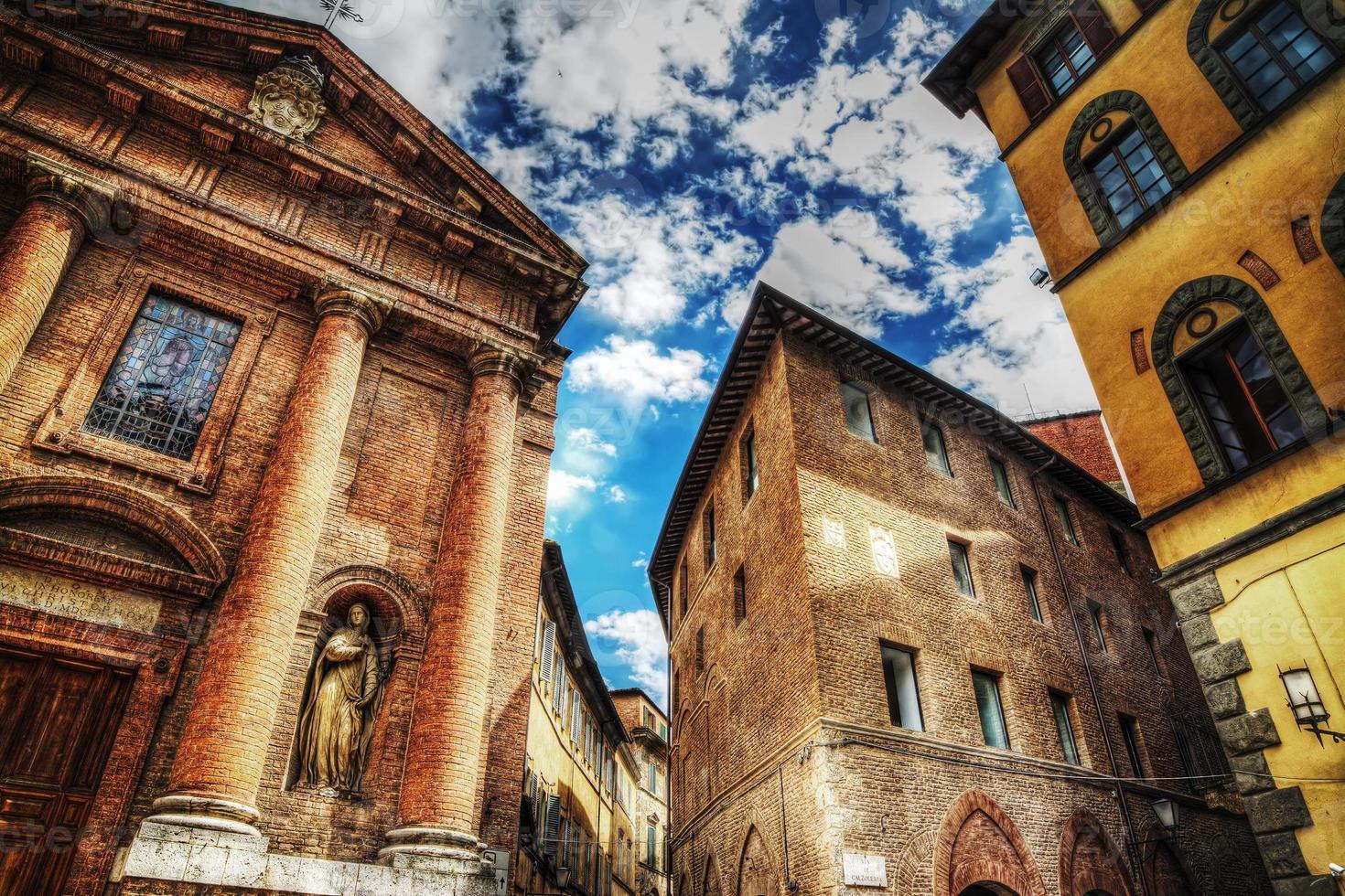 igreja de san cristoforo e edifícios históricos foto