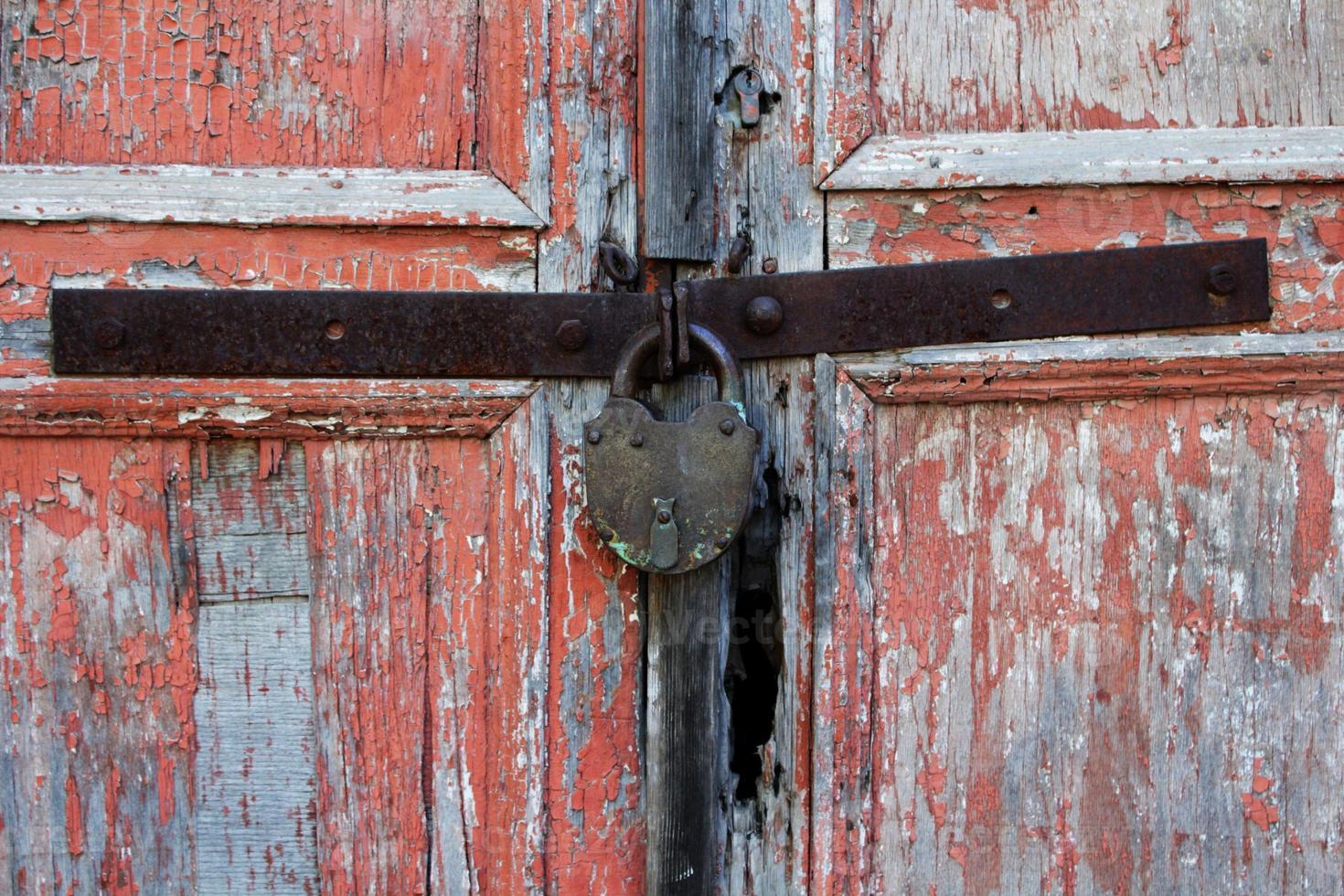 velhos portões descascados foto