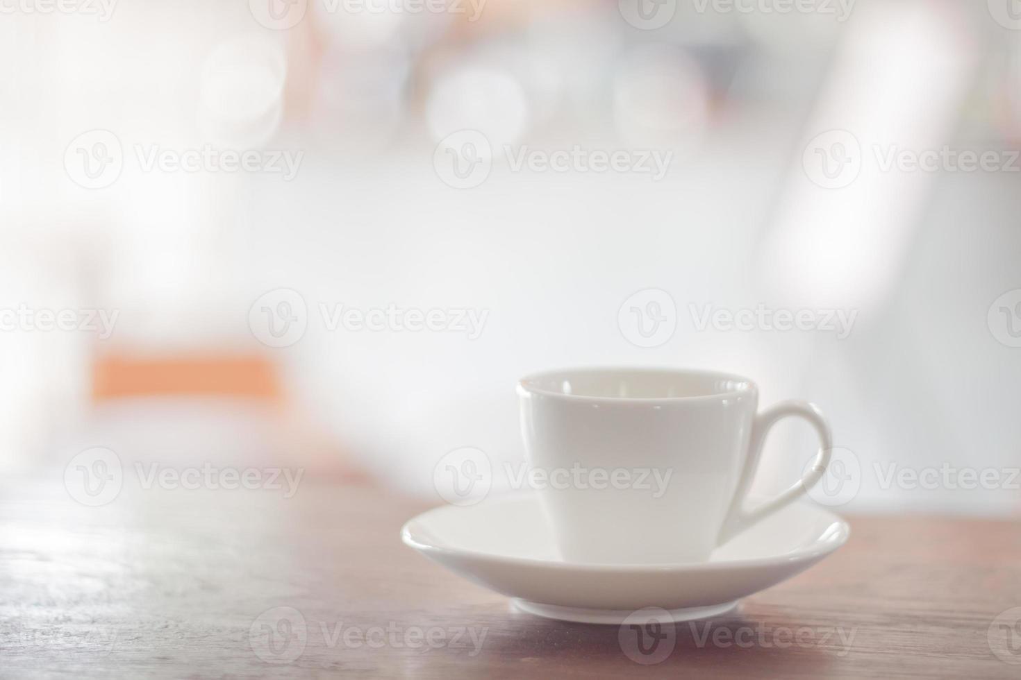 xícara de café branco com dose de expresso foto