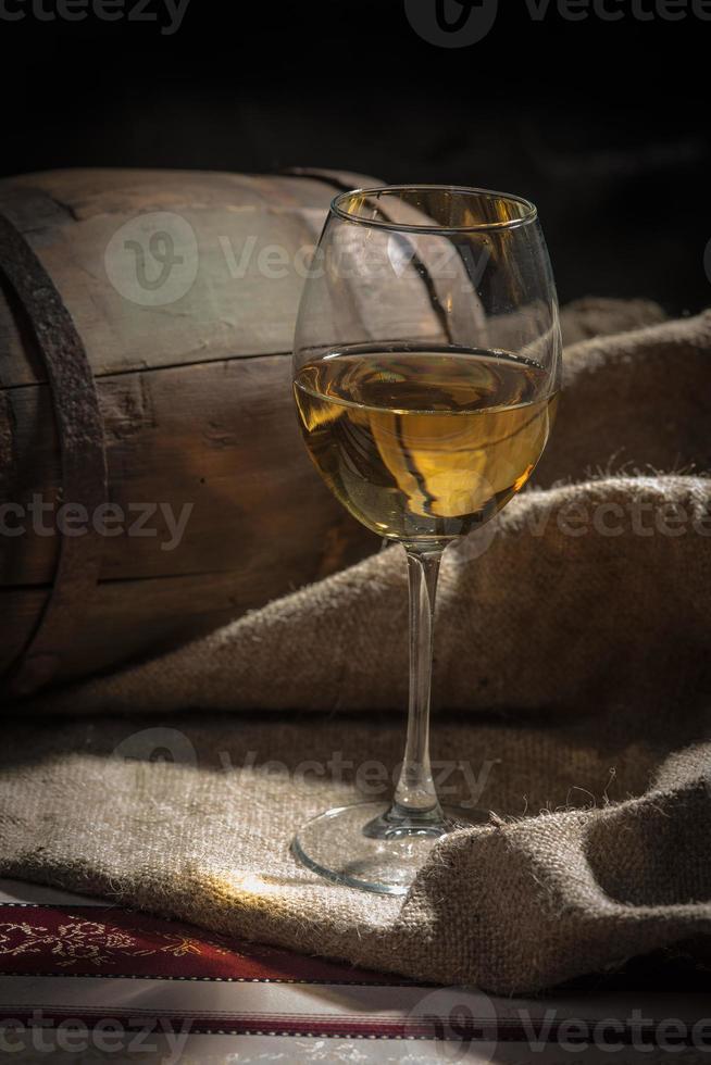 tambor, uma taça de vinho foto