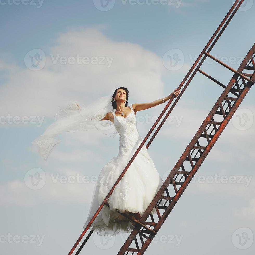 noiva caminha para o céu foto