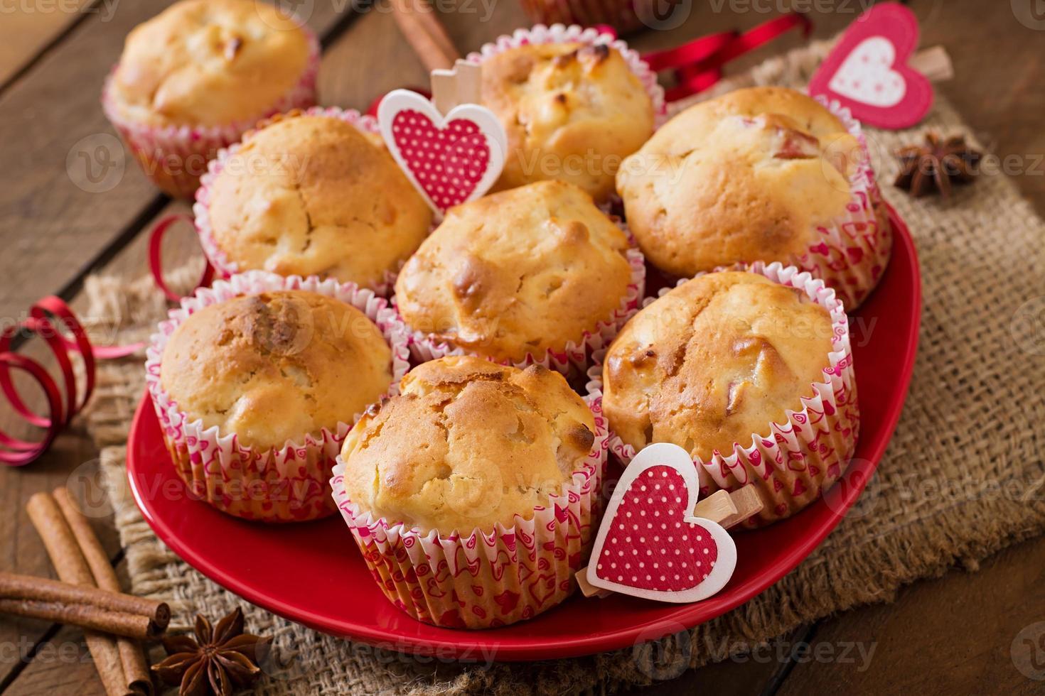 muffins saborosos com maçã e canela foto