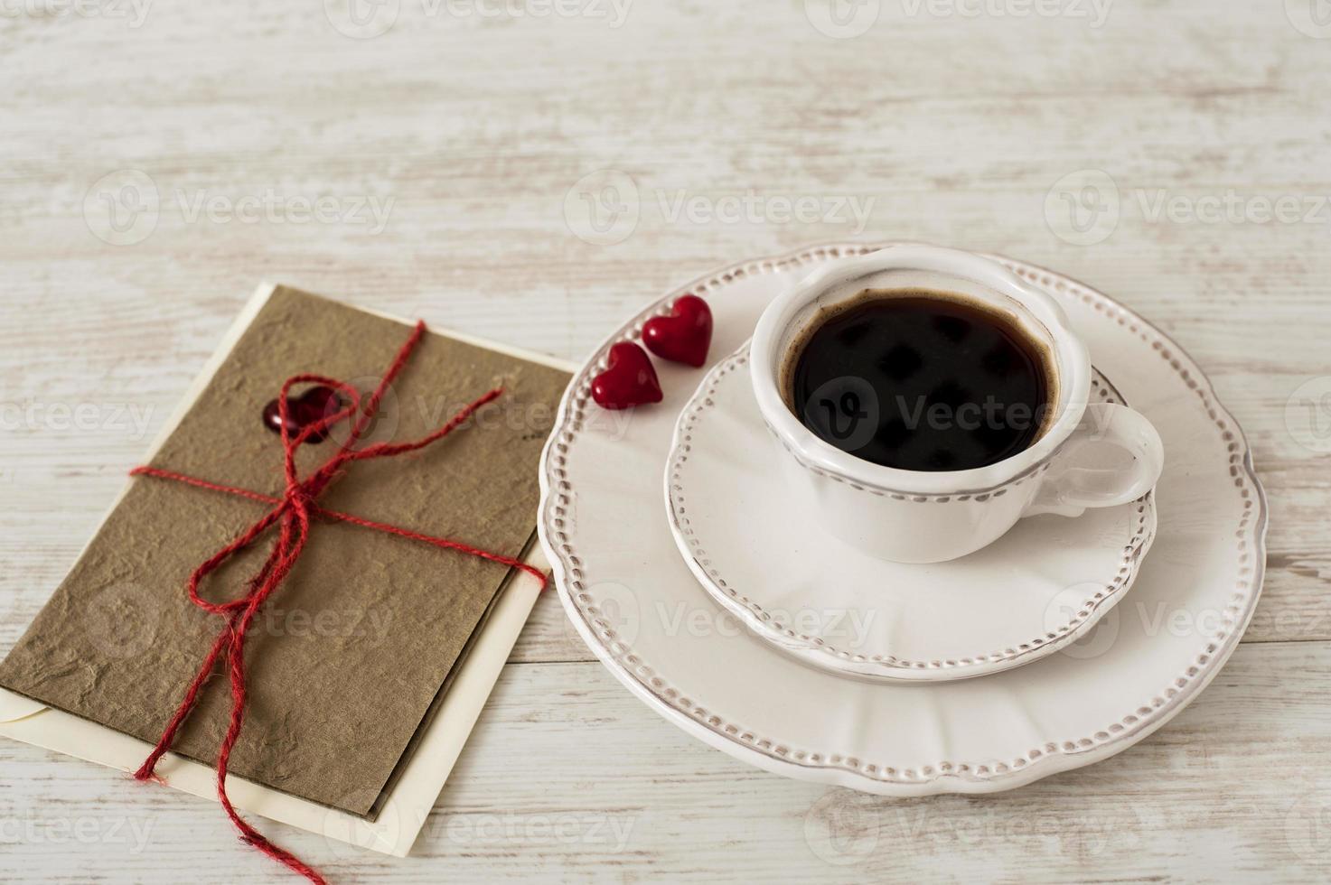 conjunto de café do dia dos namorados com cartão comemorativo foto