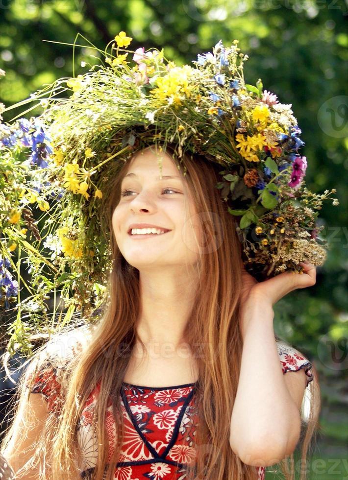 linda garota com coroa foto
