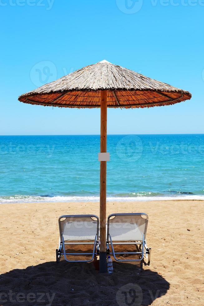 a praia em hotel de luxo moderno, pelopones, grécia foto