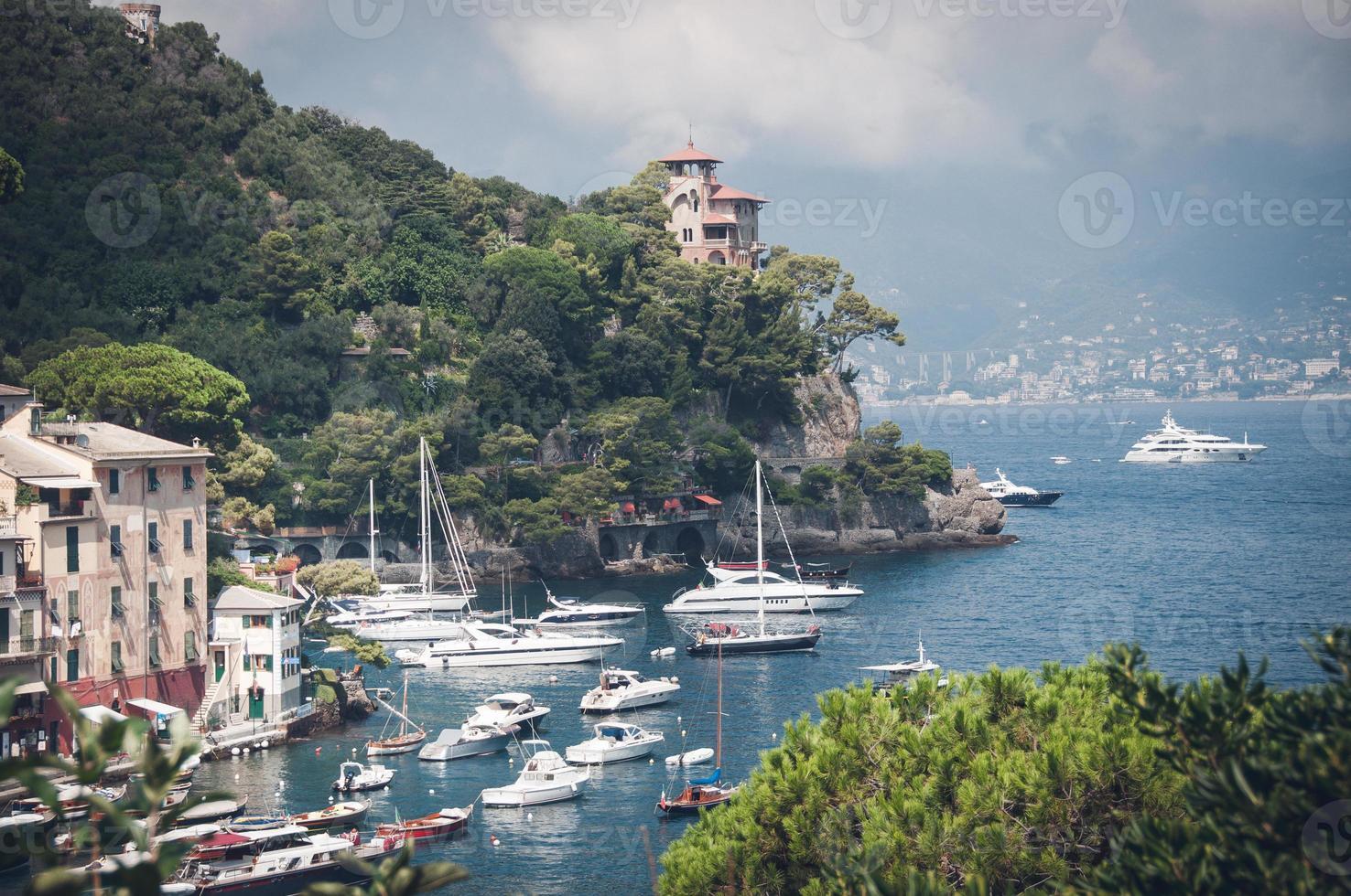 vilas à beira-mar perto de portofino na itália foto