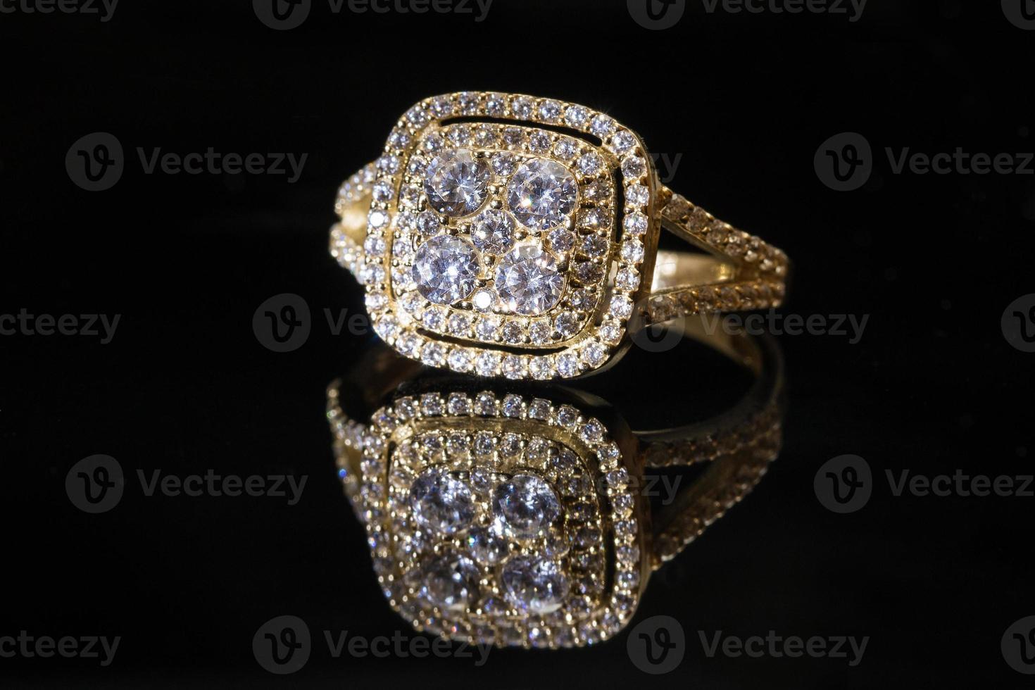 lindo anel de ouro foto