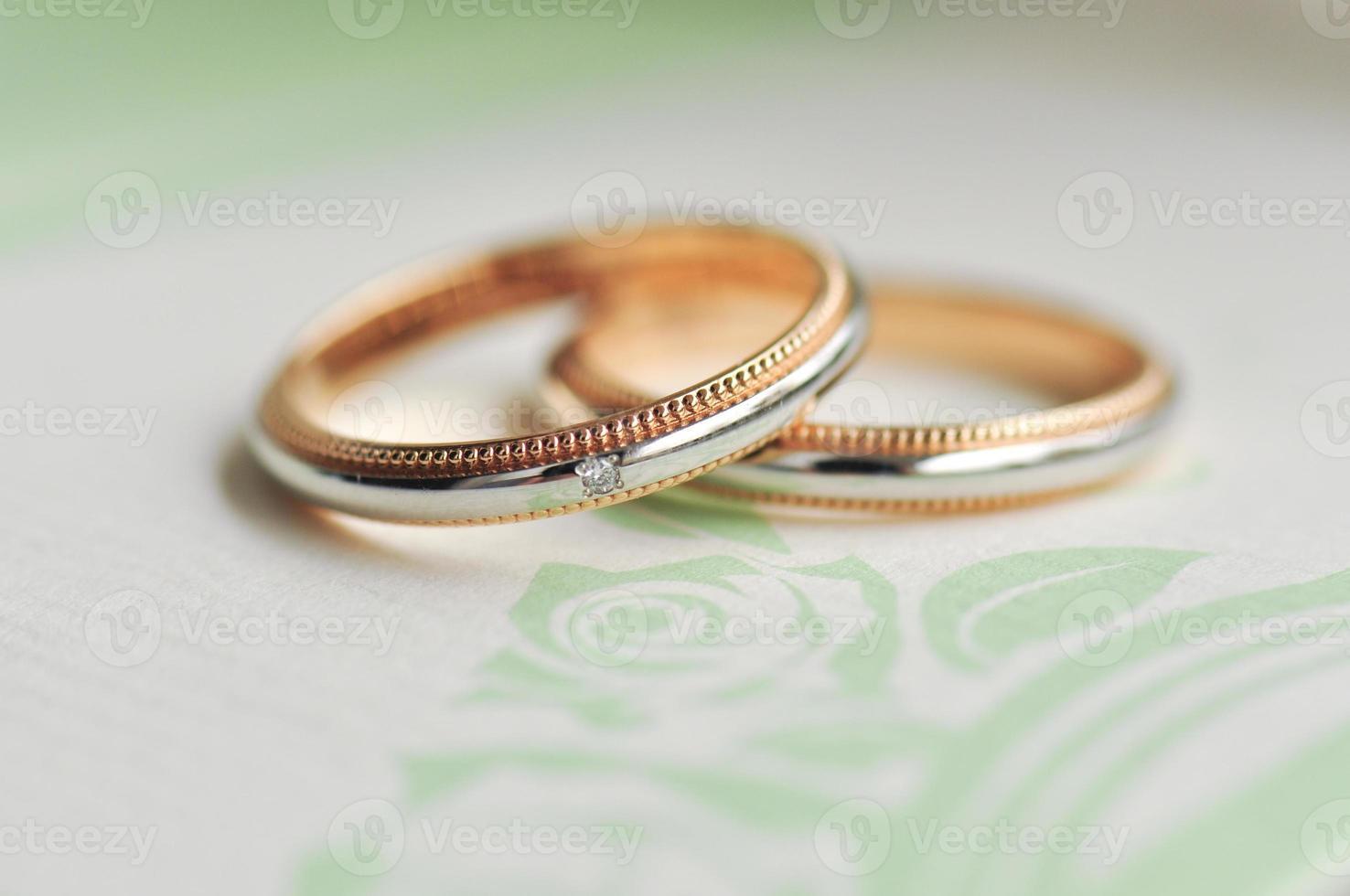 alianças de casamento relacionadas a romance e casamento foto