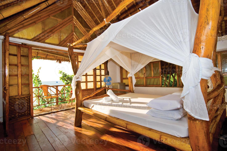 casa de madeira com vista para o mar perfeita foto