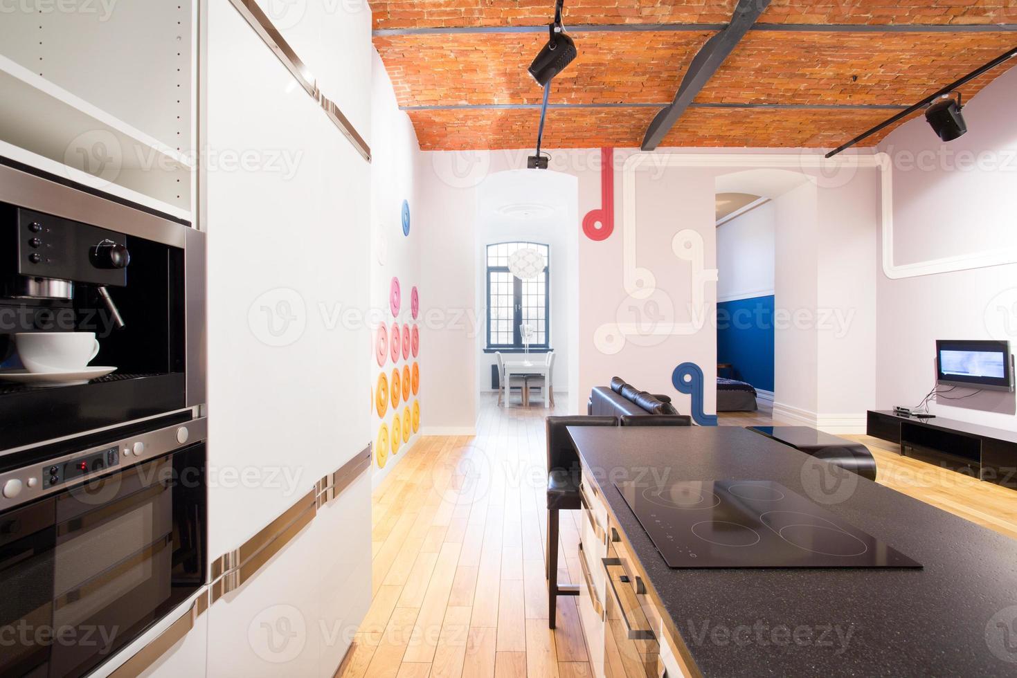 cozinha em apartamento de solteiro foto