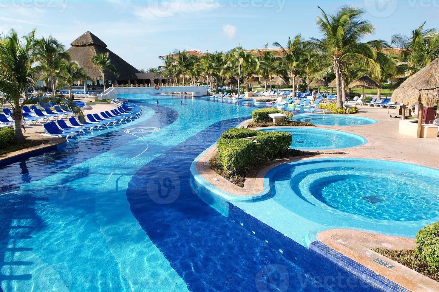 piscina e banheira de hidromassagem foto