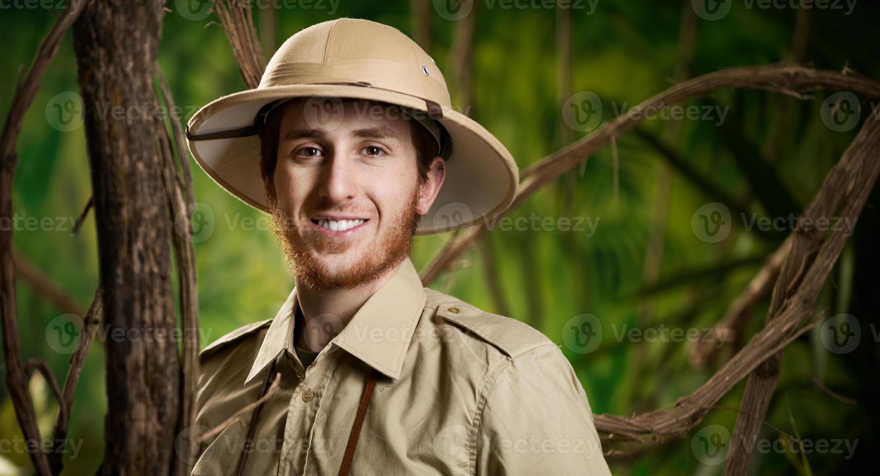 jovem explorador sorridente foto