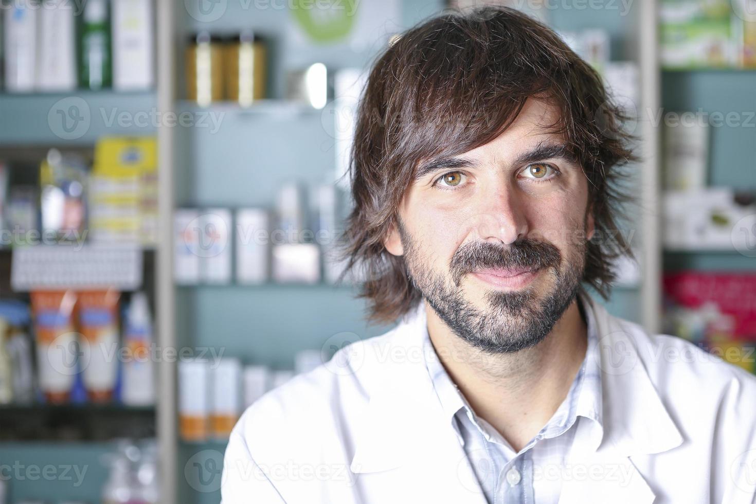 close de um farmacêutico masculino foto