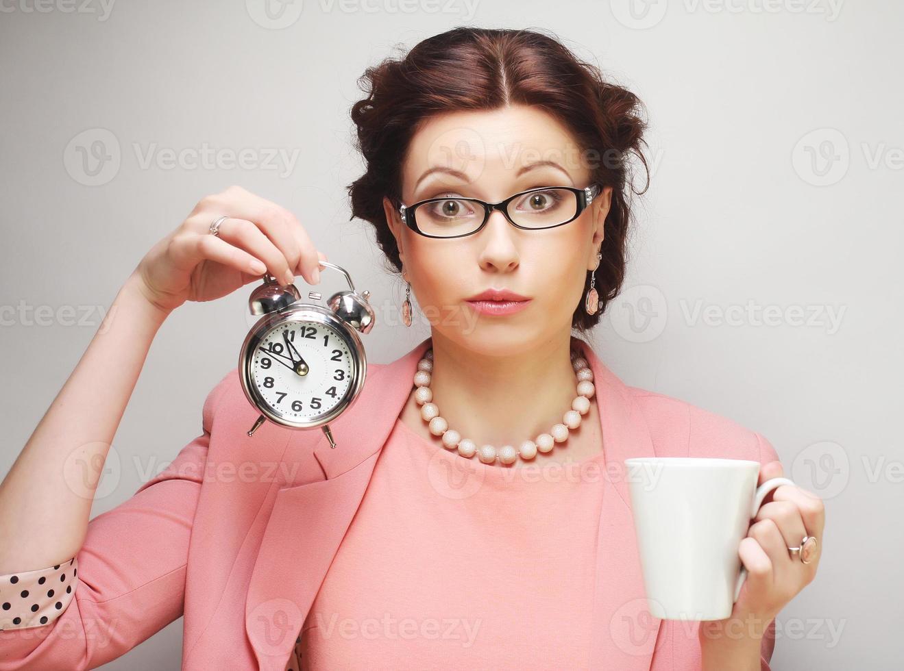 jovem empresária fazendo uma pausa para o café foto