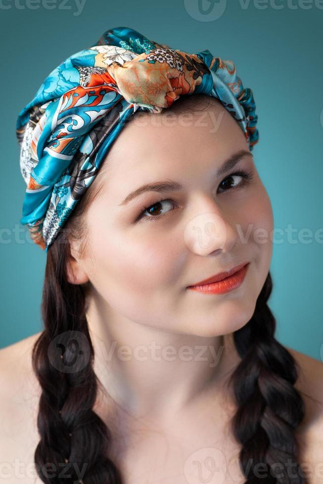 close de uma jovem mulher bonita foto