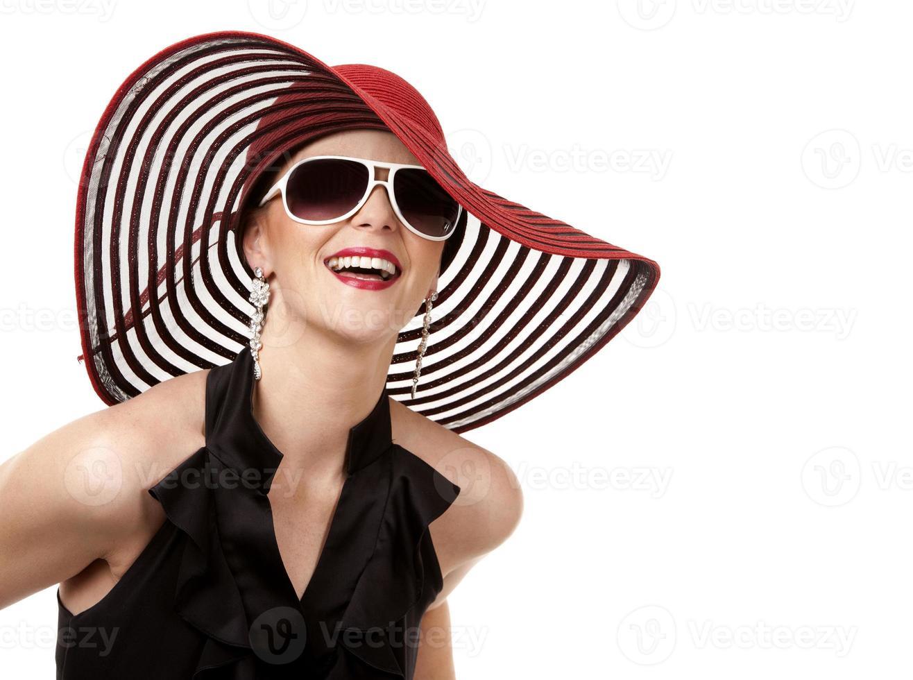mulher de chapéu vermelho foto