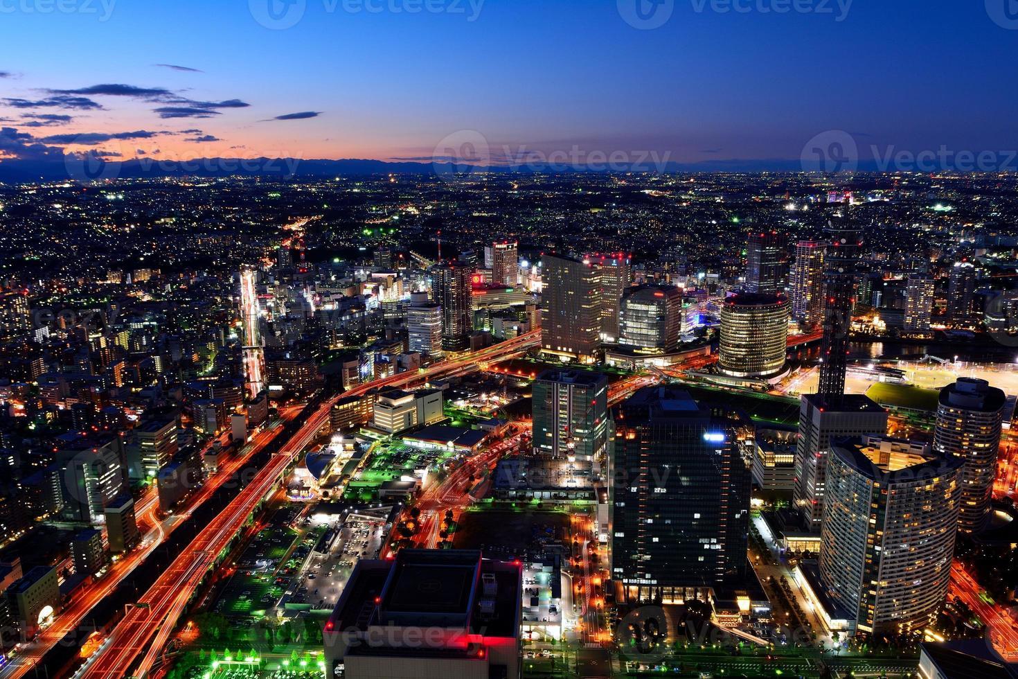 paisagem noturna de yokohama minato mirai foto