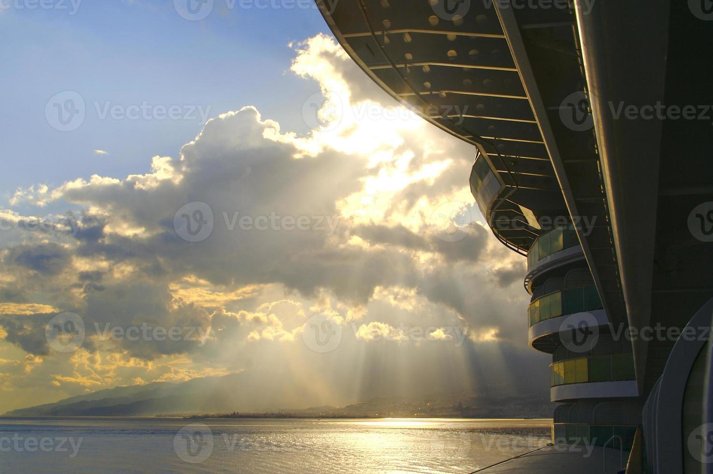 cena da varanda do navio de cruzeiro foto